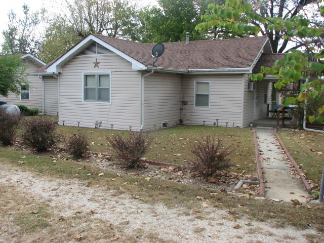 http://ozarksrealty4u.com/properties-search/details/?mlsnum=488813&aid=1276&agt=0&anch=1&page=1&price=any&rangel=&rangeh=&propertytype=any&city=any&county=any&zipcode=any&bedrooms=any&bathrooms=any&sqft=any&acres=any
